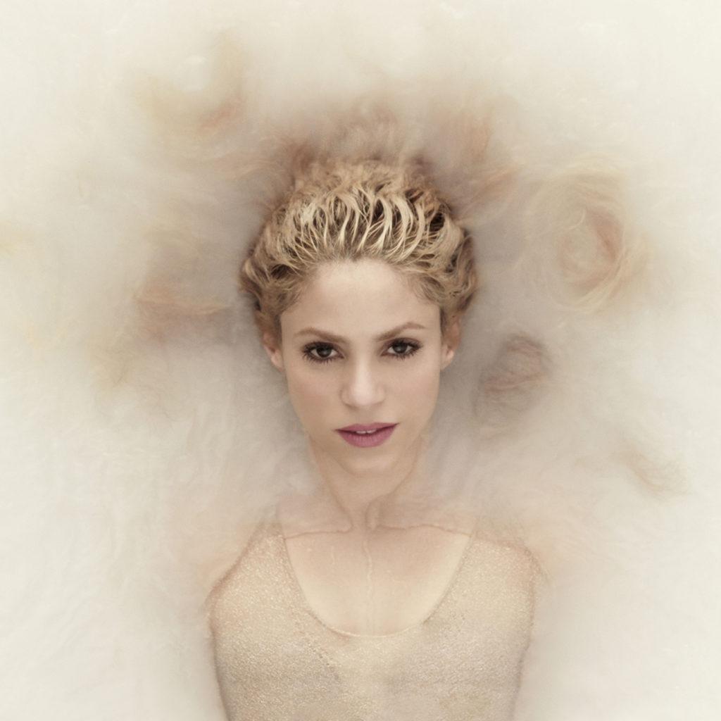 Shakira - Me Enamor Official Video  Damusichits-1622